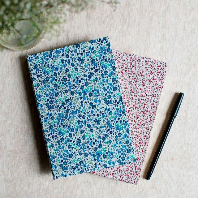 Textilborítású füzet vagy könyv az iskolakezdésre házilag