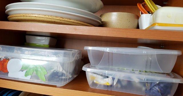 műanyag dobozok szagtalanul tartása